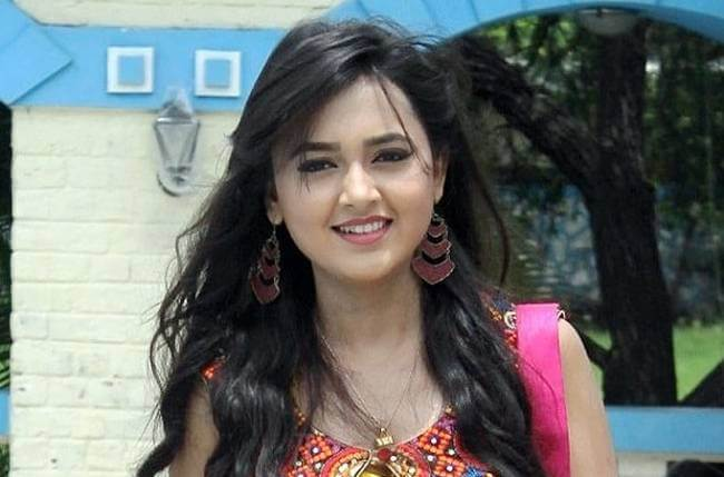 Tejaswi Prakash Wiki, Age, Height, Weight, Family, Boyfriend, Career, Biography, Images & More