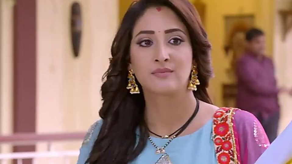 Shivya Pathania Wiki, Age, Height, Weight, Family, Caste, Boyfriend, Biography & Images
